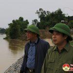 Đồng chí Hoàng Văn Hiệp – Phó bí thư, Chủ tịch UBND huyện kiểm tra công tác phòng chống mưa lũ.