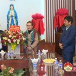 Đồng chí Nguyễn Thị Anh Quang – PCT UBND huyện thăm, tặng quà nhân dịp lễ Noel.
