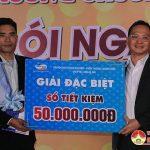 Viettel Nghệ An tổ chức trao thưởng 50 triệu đồng cho khách hàng Đô Lương trúng thưởng nhờ đăng kí sử dụng dịch vụ Viettel.
