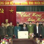 Đoàn đại biểu quốc hội tỉnh Nghệ An tặng quà các xã huyện Đô Lương.