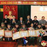 Huyện ủy Đô Lương trao huy hiệu 70 năm và 65 năm tuổi đảng cho các đảng viên