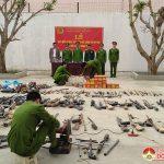 Công an huyện Đô Lượng tiêu hủy vũ khí, vật liệu nổ, công cụ hỗ trợ trong dân