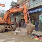 Xã Thượng Sơn ra quân giải tỏa vi phạm hành lang an toàn giao thông dịp trước Tết