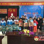 Các doanh nghiệp và các nhà hảo tâm tặng quà Trung tâm bảo trợ tỉnh Nghệ An