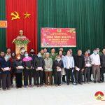 Công an Đô Lương tặng 20 suất quà cho hộ nghèo tại xã Nam Sơn.