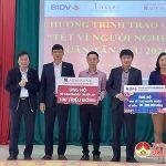 Đồng chí Lê Hồng Vinh trao trên 450 suất quà Tết cho người nghèo và trẻ emmồ côi tại Đô Lương