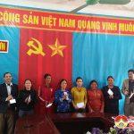 Đồng chí Trần Văn Hiến – Phó chủ tịch UBND huyện trao quà tết vì người nghèo tại xã Đại Sơn