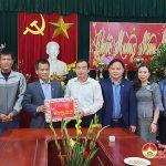 Đồng chí Hoàng Văn Hiệp- Phó bí thư, Chủ tịch UBND huyện Thăm và tặng quà các đơn vị làm nhiệm vụ  trực tết.