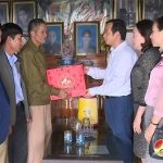 Đồng chí Hoàng Văn Hiệp – Phó bí thư, Chủ tịch UBND huyện đi thăm tặng quà gia đình người có công có hoàn cảnh khó khăn.
