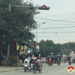 Ngã 3 xã Đà Sơn, nhiều người điều khiển phương tiện giao thông không chấp hành tín hiệu đèn đỏ.