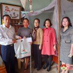 Đồng chí Hoàng Văn Hiệp thăm và tặng quà tết cho các gia đình có hoàn cảnh đặc biệt khó khăn