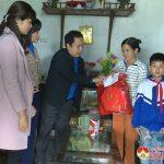 Huyện Đoàn Đô Lương tặng 55 suất quà cho trẻ em có hoàn cảnh đặc biệt khó khăn
