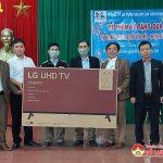 Công ty Hacovina trao nhiều suất quà giá trị cho trường học và trạm y tế xã Thịnh Sơn