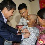 Huyện ủy Đô Lương trao huy hiệu 65 năm tuổi Đảng cho đảng viên Thái Khắc Hải