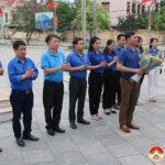 Đoàn cán bộ phường Đội Cung- Thành phố Vinh dâng hương tại tượng đài khởi nghĩa Đô Lương.