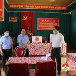 Đồng chí Phùng Thành Vinh-Tỉnh ủy viên, Bí thư Huyện ủy kiểm tra công tác bầu cử ở các xã