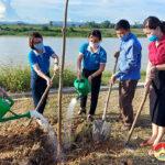 Hội Liên hiệp phụ nữ và quỹ TYM Đô Lương bàn giao công trình cây xanh cho xã Lưu Sơn