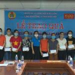 Liên đoàn lao động huyện tặng quà cho công nhân có hoàn cảnh khó khăn Công ty ECOGREEN và Công ty KIDO Vinh