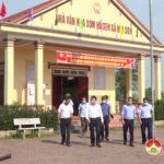 Đồng chí Phùng Thành Vinh – Bí thư huyện ủy đi kiểm tra công tác chuẩn bị bầu cử trên địa bàn.