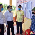 Đồng chí Phùng Thành Vinh kiểm tra kiểm tra công tác bầu cử tại các xã