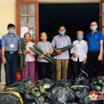"""Nhóm """"Đô Lương Chia sẻ yêu thương"""" mua hỗ trợ bí xanh cho bà con nhân dân xã Lưu Sơn"""
