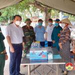 Đồng chí Phùng Thành Vinh – Bí thư huyện ủy kiểm tra công tác chuẩn bị cơ sở vật chất để phục vụ cho công dân cách ly tập trung