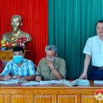 Đồng chí Phùng Thành Vinh dự sinh hoạt chi bộ xóm 4, xã Lam Sơn