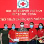 Công ty TNHH Trường An trao tặng Hội chữ thập đỏ 100 triệu đồng