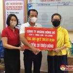 Tặng sữa cho trẻ ở Trung tâm công tác xã hội Nghệ An; Trao 20 triệu đồng hỗ trợ Hội Chữ thập đỏ