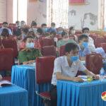 Đồng chí Phùng Thành Vinh –  Tỉnh ủy viên, Bí thư huyện ủy, Chủ tịch HĐND huyện, Đại biểu HĐND huyện tiếp cử tri xã Ngọc Sơn