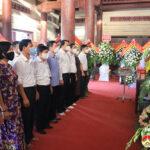 Lãnh đạo huyện Đô Lương dâng hương tại khu di tích lịch sử Quốc gia Truông Bồn.