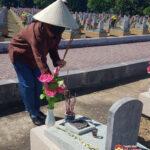 Đồng chí Nguyễn Thị Anh Quang dâng hương tại Nghĩa trang Quốc tế Việt- Lào, huyện Anh Sơn
