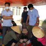 Các giáo viên ở xã Đại Sơn hỗ trợ trên 500 suất cơm cho những người cách ly.
