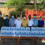 Lãnh đạo huyện Đô Lương thăm, tặng quà lực lượng tuyến đầu phòng  chống dịch Covid – 19.