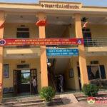 Trạm y tế xã Hiến Sơn cấp cứu và hỗ trợ anh Xồng Bá Rống bị tai nạn về Kỳ Sơn