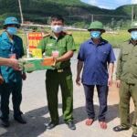 Đồng chí Hoàng Văn Hiệp – Phó Bí thư, Chủ tịch UBND huyện kiểm tra lực lượng kiểm soát phòng chống dịch Covid-19