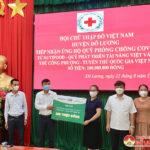Qũy phát triển tài năng Việt và cầu thủ Nguyễn Công Phượng ủng hộ quỹ phòng chống Covid- 19 hội Chữ thập đỏ Đô Lương 100 triệu đồng